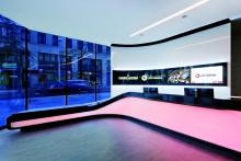 Hinterleuchtete Corian-Theke für Casinos Austria Wien