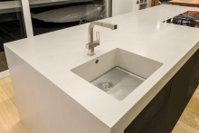 Spüle in der Küche aus Corian Neutral Concrete