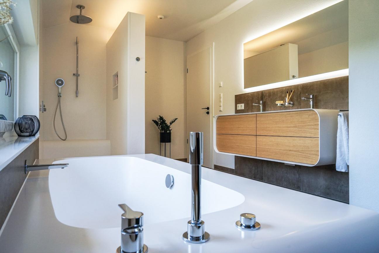 Baddesign-im-Privatbad-Making-of-Produktion-bei-Hasenkopf-Bearbeitung-Badezimmer-modern.jpg