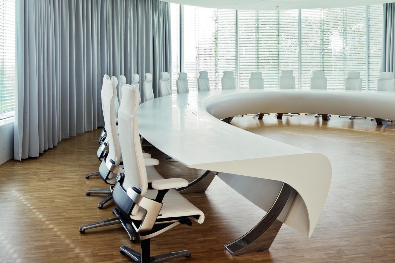 Konferenztisch aus Corian für BGV Karlsruhe