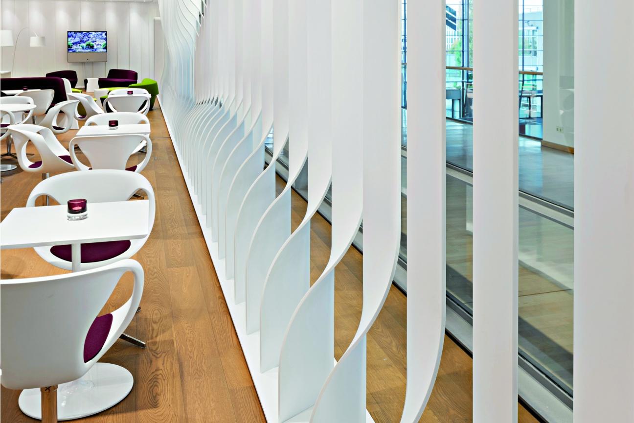 Mineralwerkstoff Raum-Teiler für Bavaria Lounge München