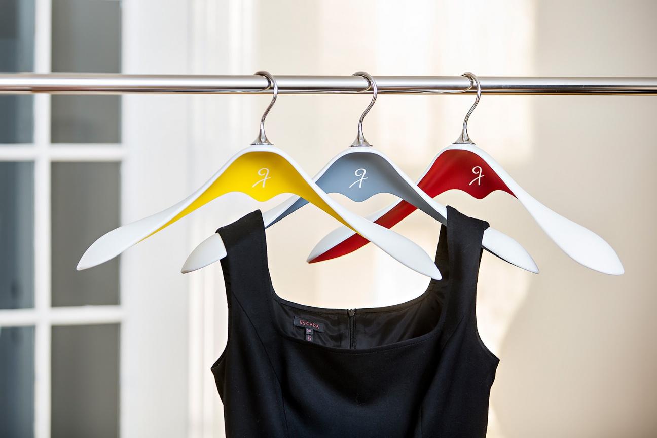 3D-verformte Corian-Kleiderbügel von Hasenkopf