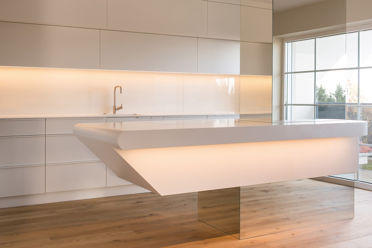 Corian kitchen in floating appearance | Hasenkopf