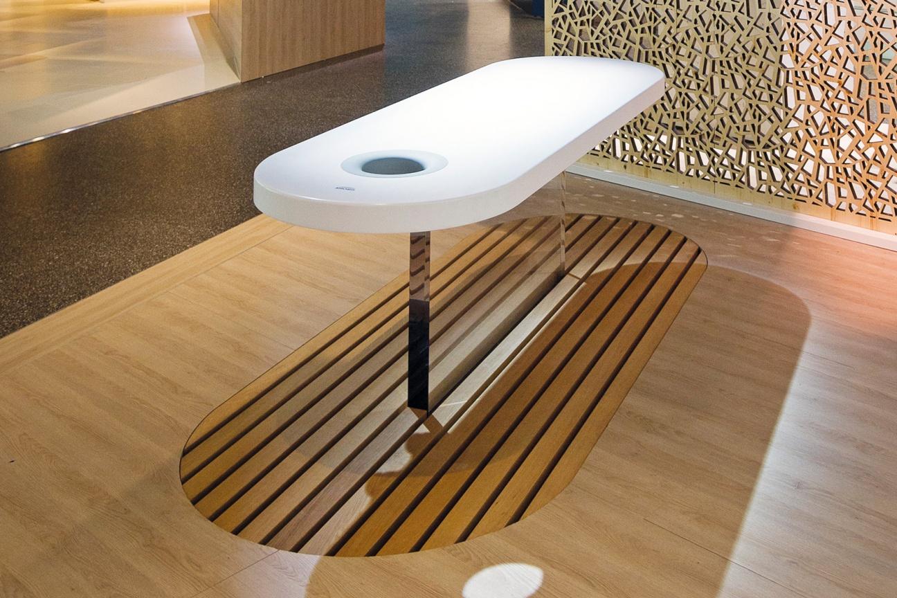 corian platten dusche raum und m beldesign inspiration. Black Bedroom Furniture Sets. Home Design Ideas