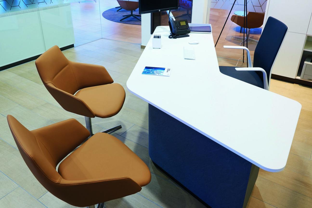 Hi-Macs Verkaufs-Tisch Lexus Store