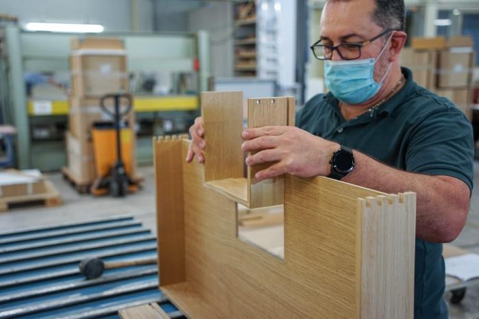 Baddesign-im-Privatbad-Making-of-Produktion-bei-Hasenkopf-Bearbeitung-Schubladen-Eiche.jpg