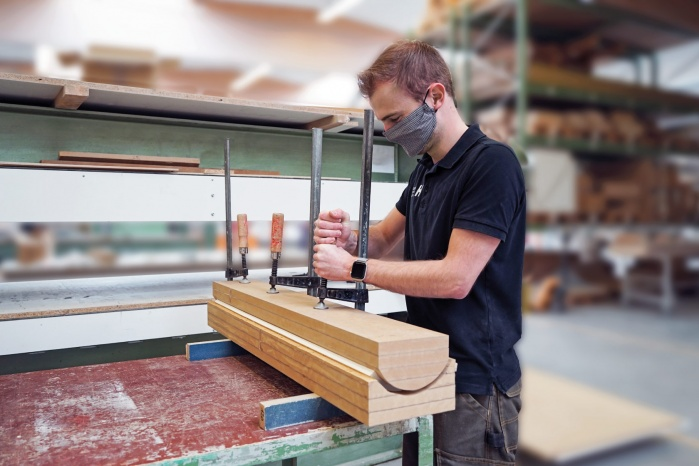 Baddesign-im-Privatbad-Making-of-Produktion-bei-Hasenkopf-Formung-Mineralwerkstoff.jpg