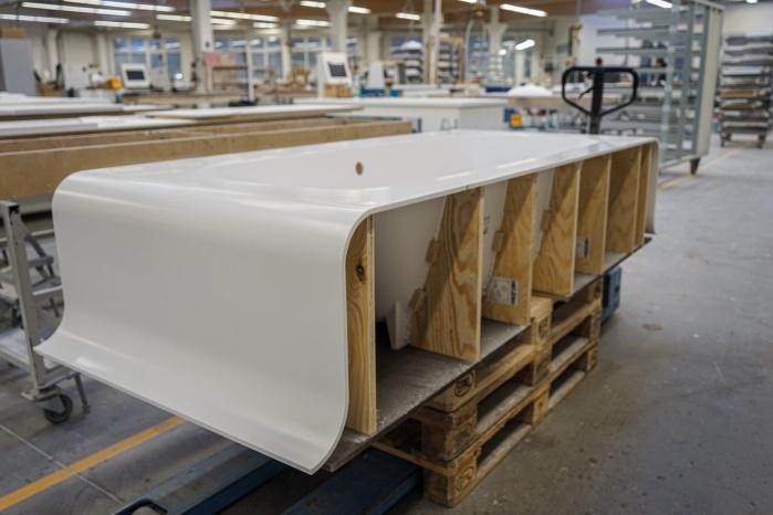 Baddesign-im-Privatbad-Making-of-Produktion-bei-Hasenkopf-Produkte-Badewanne.jpg