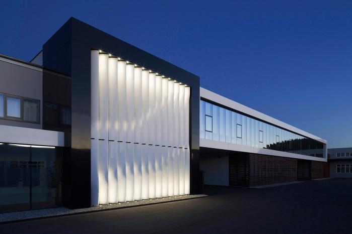 Hasenkopf Bürogebäude mit Corian-Fassade
