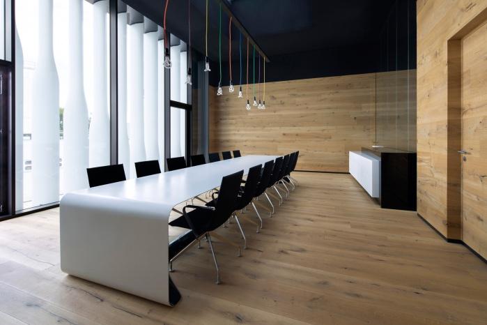 Konferenz-Tisch im Hasenkopf Verwaltungsgebäude