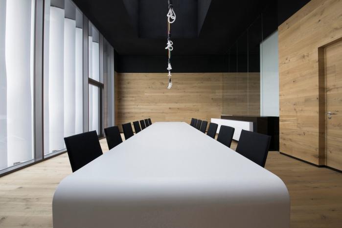 thermisch verformter Corian-Tisch im Hasenkopf Büroneubau