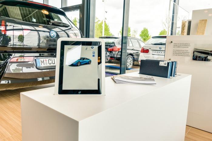 Corian-Beratungstisch von Hasenkopf für BMW i Showroom
