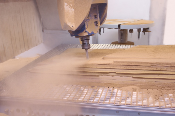 CNC-Bearbeitung der Schablone für Hasenkopf Projekt Beautysalon Egger