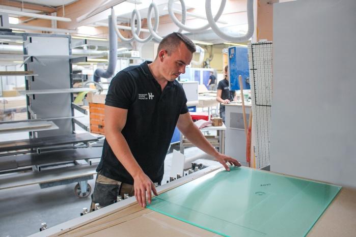 CNC-Bearbeitung der Acrylglasscheiben