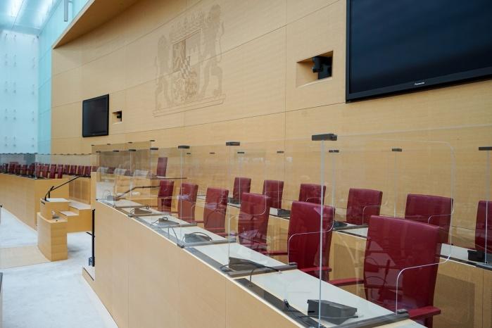 Spuckschutz-Trennwand im Bayerischen Landtag