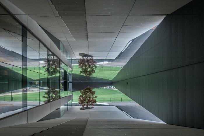 Corian Innenausbau von Hasenkopf für Steinbauer Performance