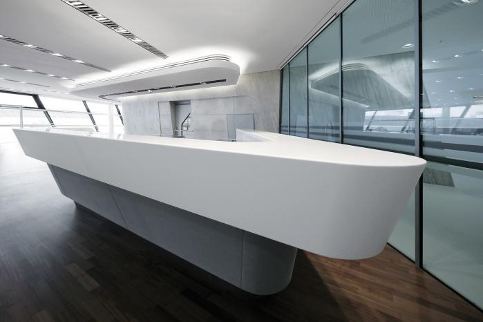 futuristische Corian-Theke von Zaha Hadid Architects