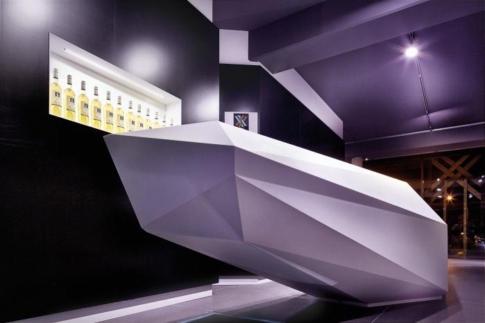 Hasenkopf produziert Mineralwerkstoff Theke für Vinothek