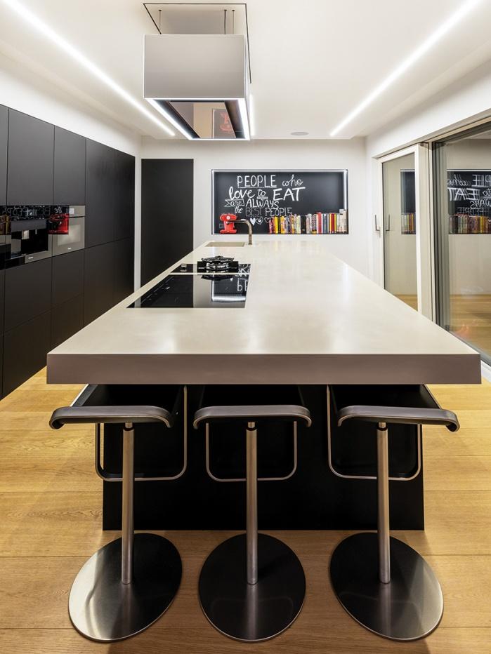 Küchenblock mit Stühlen