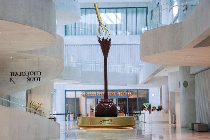 Lindt-Home-of-Chocolate-Waschtischanlage-Sanitaer-Brunnen-Schokolade.jpg