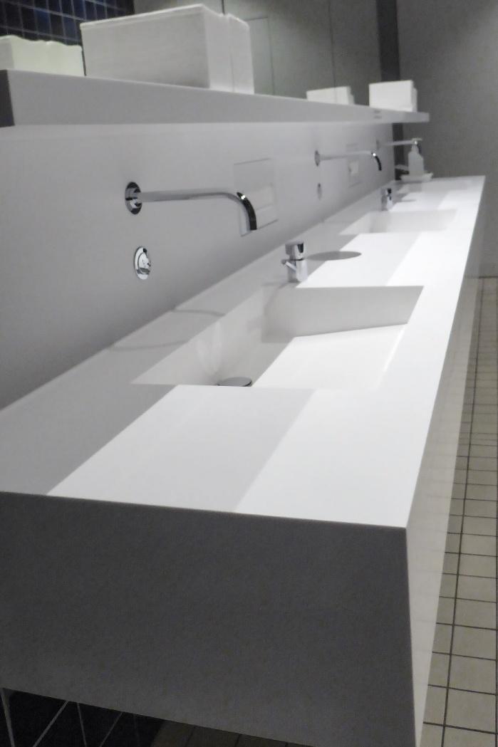 Lindt-Home-of-Chocolate-Waschtischanlage-Sanitaer-fugenlos-.jpg