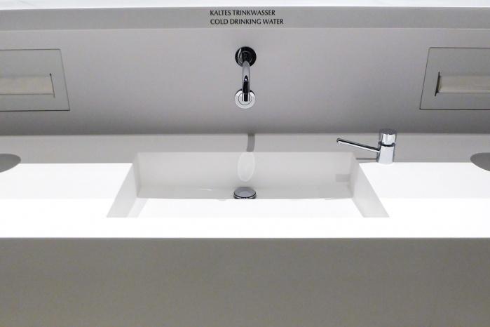 Lindt-Home-of-Chocolate-Waschtischanlage-Sanitaer-fugenlos-Becken-Christ-Gantenbein-Design.jpg