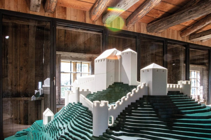 Museum-Burg-Heinfels-Ausstellung-Hasenkopf-Magazin-Projekte-Mineralwerkstoff-Corian.jpg