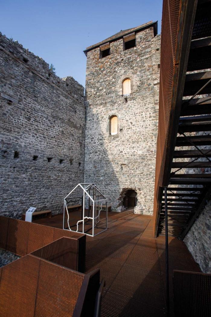 Museum-Burg-Heinfels-Ausstellung-Hasenkopf-Magazin-Projekte-Mineralwerkstoff-Museum-Aussen.jpg