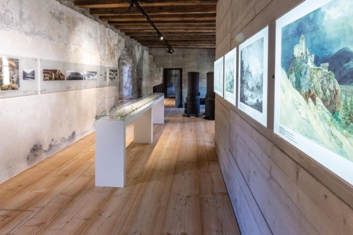 Museum-Burg-Heinfels-Ausstellung-Hasenkopf-Magazin-Projekte-Mineralwerkstoff-Museum.jpg