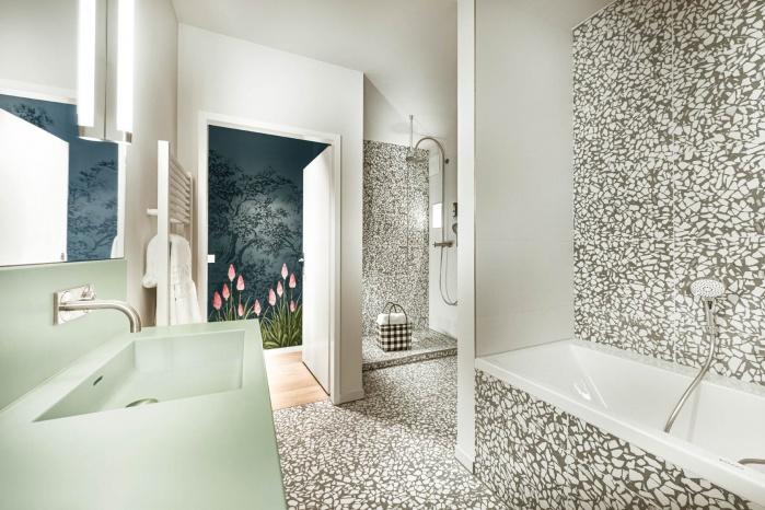 Steigenberger-Hotel-Treudelberg-Hamburg-Projekt-Hasenkopf-Magazin-Hotelbad-Waschtisch-fugenlos-modern.jpg