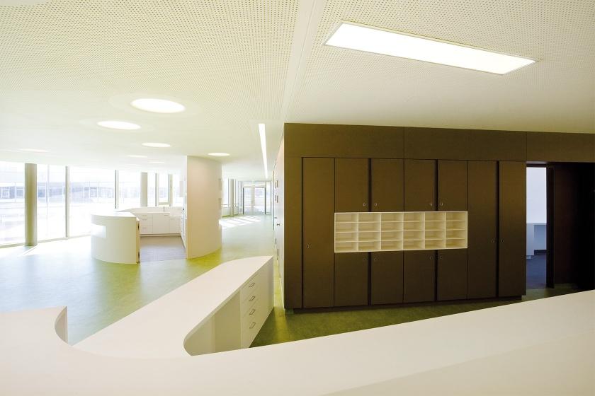 Mineralwerkstoff-Theke im Pflegewohnhaus Rudolfsheim-Fünfhaus Wien