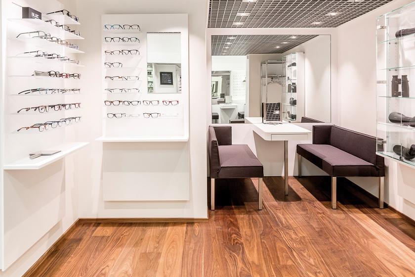 Ladenbau mit Hi-Macs für Jäggi Optik Schweiz