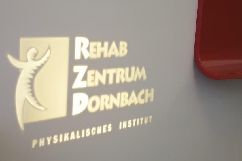 Corian Theke mit Frescata Logo-Fräsung von Hasenkopf