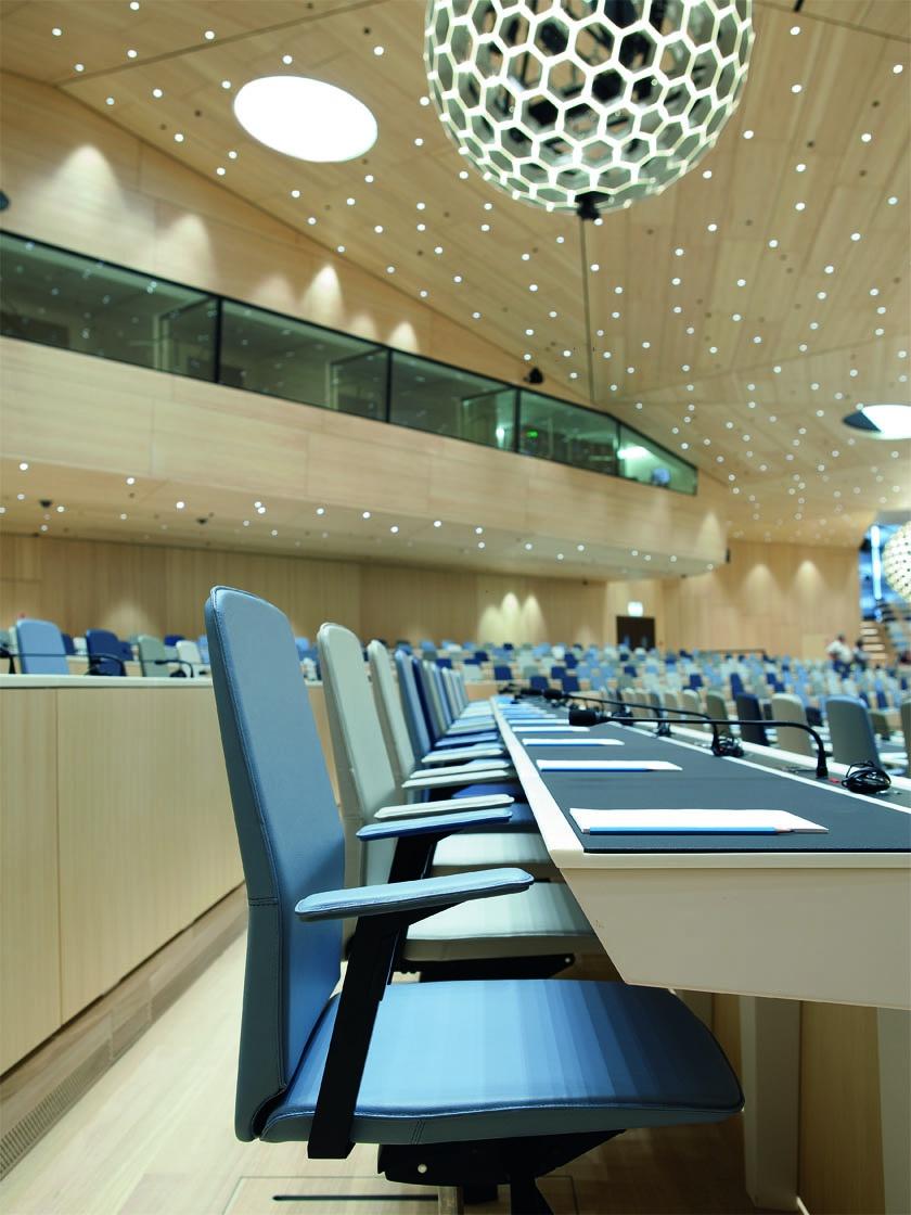 WIPO Konferenzsaal Tisch