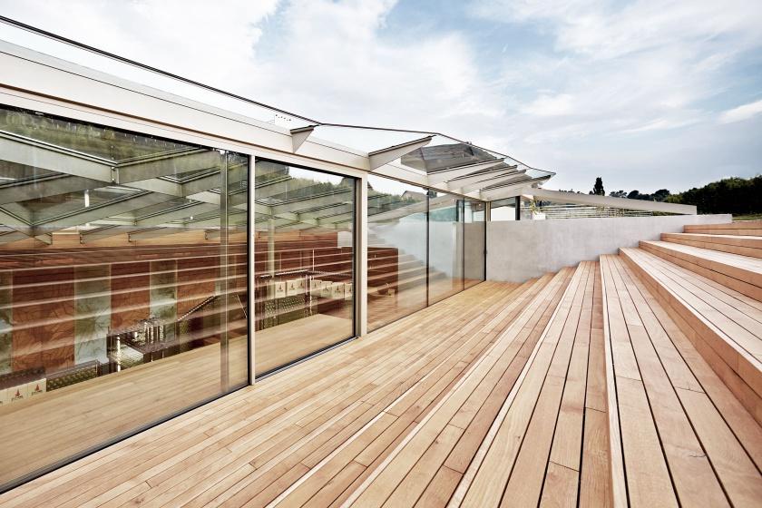 Weingut Fruehwirth Holz Terrasse