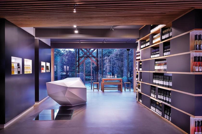 Hasenkopf Projekt Corian Theke für Weinkorb im Remstal
