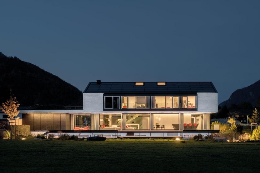 Kueche-Brueckner-Architekten-Hi-Macs-Ville-Shine-on.jpg