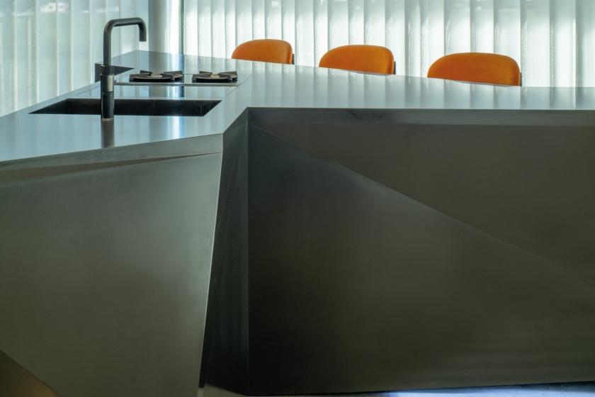 Kueche-Brueckner-Architekten-Hi-Macs-fugenlose-Spuele.jpg