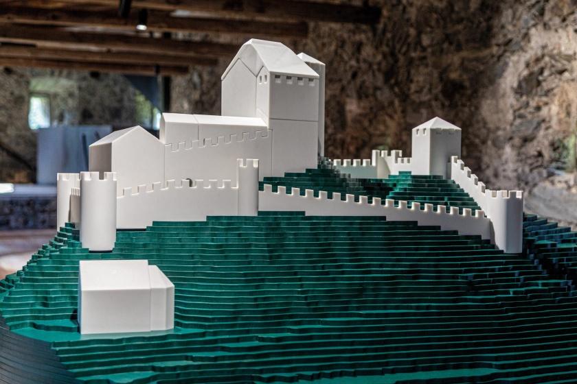 Museum-Burg-Heinfels-Ausstellung-Hasenkopf-Magazin-Projekte-Mineralwerkstoff.jpg