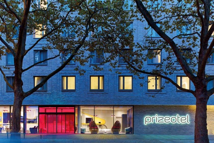 Prizeotel-Karim-Rashid-Projekt-Hasenkopf-Magazin-Hotel-Hannover.jpg